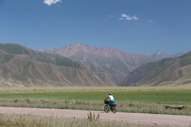 Vers Kizil Oy - Voyage insolite VTT, idées séminaires teambuilding Kirghizie