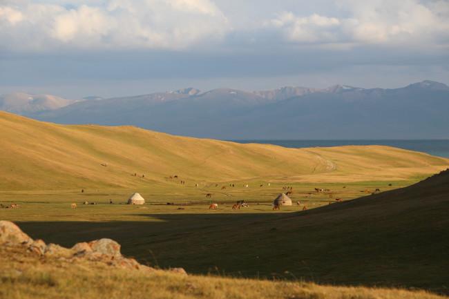 Lac Son Kol - Voyage insolite VTT, idées séminaires teambuilding Kirghizie
