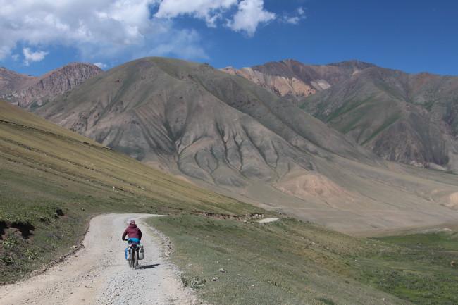 Descente sur Tolok - Voyage insolite VTT, idées séminaires teambuilding Kirghizie