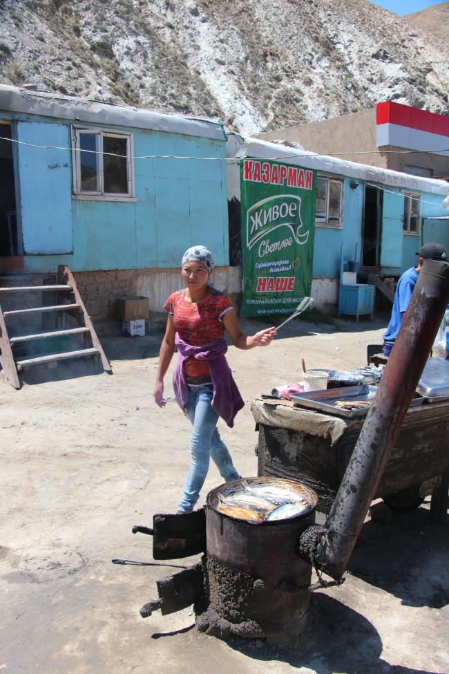 Petite friture de lac ? - Voyage insolite VTT, idées séminaires teambuilding Kirghizie