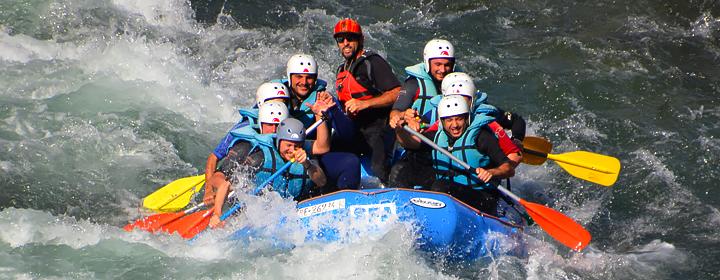 le rafting, activité de cohésion d'équipe